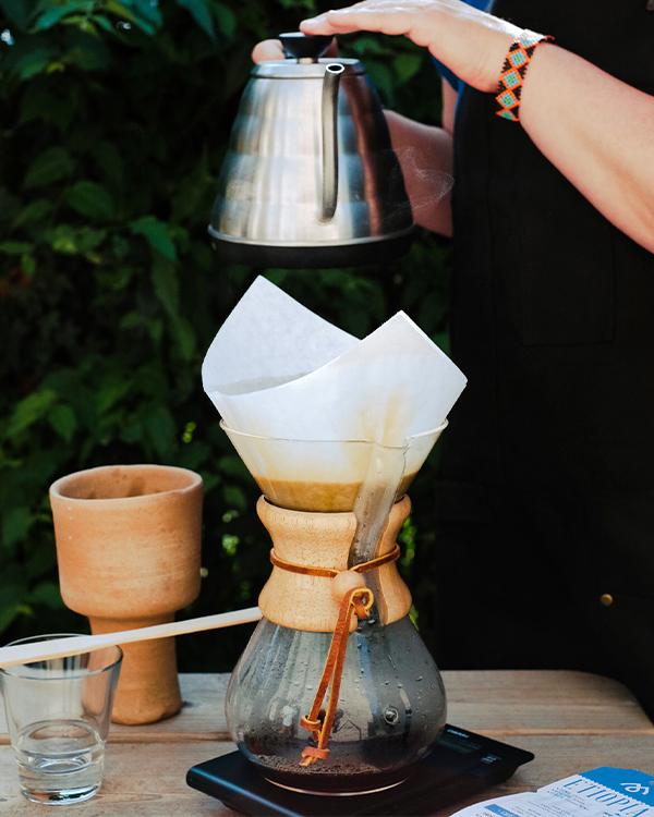 Cafetera Chemex con café de filtro